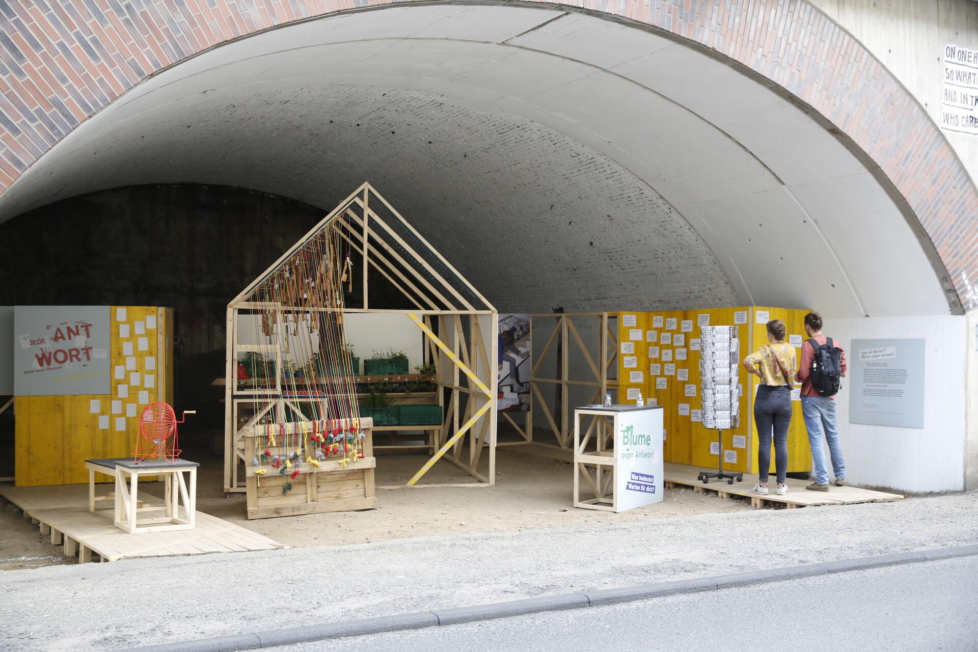 "Aktion ""Blume gegen Antwort"", CityLeaks Urban Art Festival 2021"